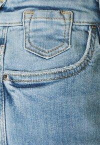 edc by Esprit - Shorts di jeans - blue light wash - 2