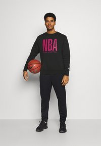 Nike Performance - NBA TEAM  WASH PACK CREWNECK - Sweatshirt - black - 1