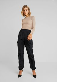 Missguided - BUTTON CUFF CREW NECK - Sweter - sand - 1