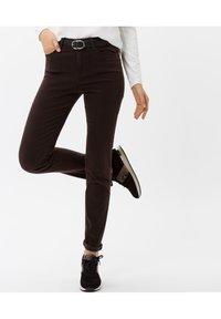 BRAX - STYLE SHAKIRA - Jeans Skinny Fit - brown - 0
