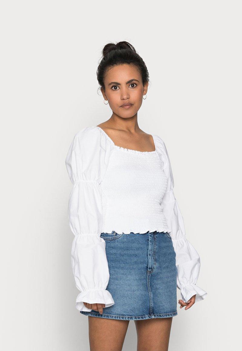ONLY Petite - ONLDELI LIFE SMOCK MIX TOP - Topper langermet - bright white