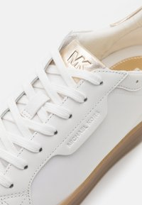 MICHAEL Michael Kors - KEATING LACE UP - Trainers - optic white/plain gold - 6