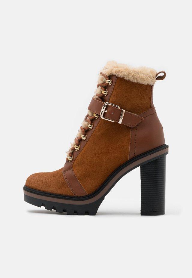 WARM LINED BOOT - Platform ankle boots - pumpkin paradise