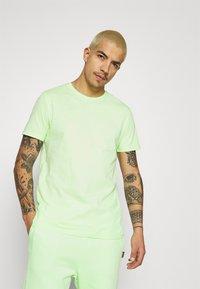 YOURTURN - UNISEX SET - Shorts - green - 2