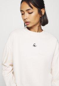 Topshop Petite - SCORPIO - Sweatshirt - off-white - 4