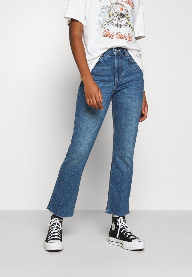 YLVA KICK FLARE  - Jeans a zampa - mid blue