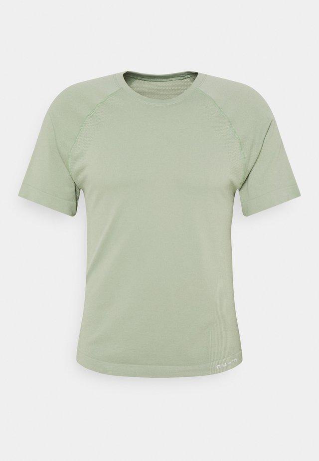 SHORT SLEEVE TRAINING - Basic T-shirt - faded khaki