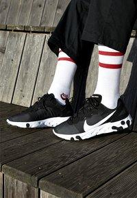 Nike Sportswear - REACT - Zapatillas - black/white - 8