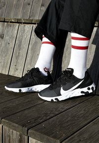 Nike Sportswear - REACT - Sneakers - black/white - 8