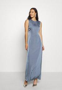 NA-KD - BACK DETAIL MAXI DRESS - Vestido de fiesta - stone blue - 0
