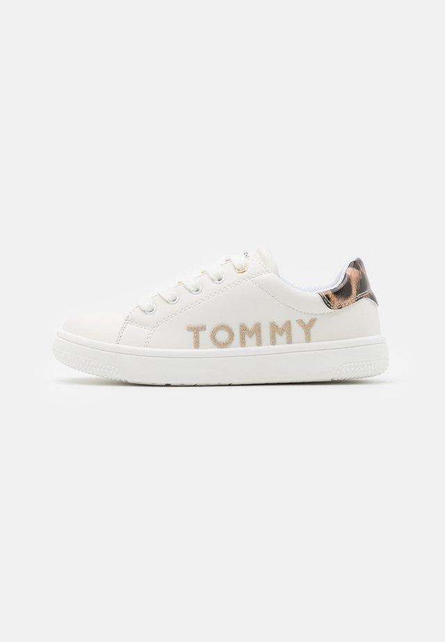 Tenisky - white/platinum