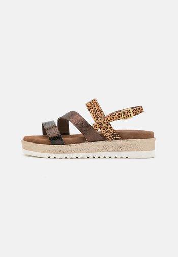 Sandalen met plateauzool - copper