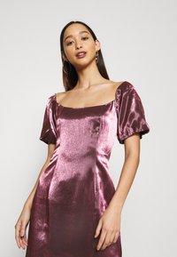 Glamorous - CORSET MINI DRESS WITH PUFF SHORT SLEEVES AND CURVED NECKLINE - Vestito elegante - pink metallic - 3