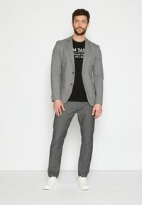 TOM TAILOR - STRUCTURE - Chinosy - black/white - 2