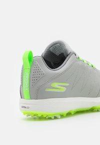 Skechers Performance - GO GOLF PRO 4 - Golfové boty - gray/lime - 5