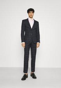 Ben Sherman Tailoring - CHECK SUIT - Kostym - navy - 0