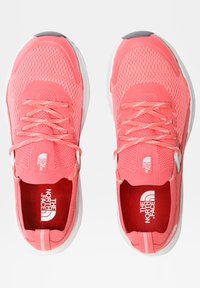 The North Face - W VECTIV HYPNUM - Hiking shoes - fiesta red/tin grey - 2