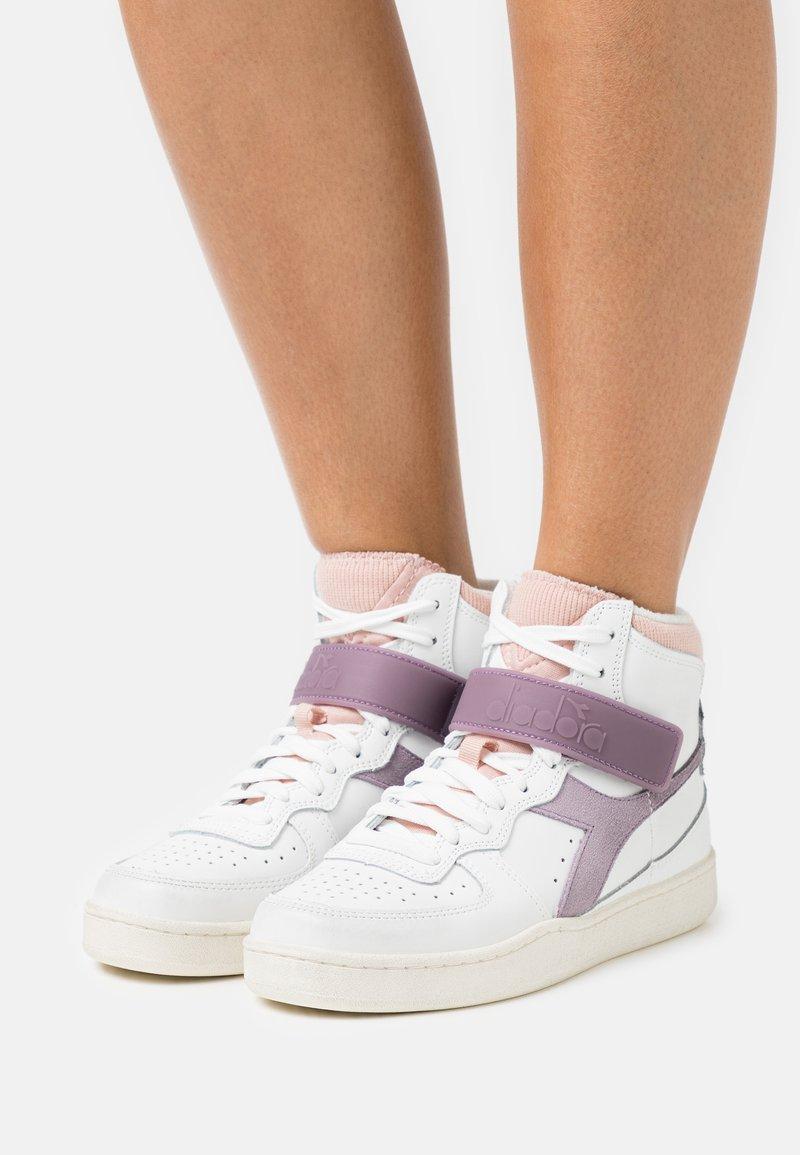 Diadora - MI BASKET MID ICONA - Zapatillas altas - white/nirvana/evening sand