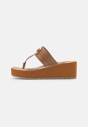 GWALIDIA - T-bar sandals - cognac