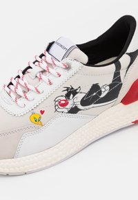MOA - Master of Arts - RUNNING - Trainers - white/red - 6