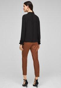 s.Oliver BLACK LABEL - MET GEPLOOIDE VOLANTS - Button-down blouse - black - 2