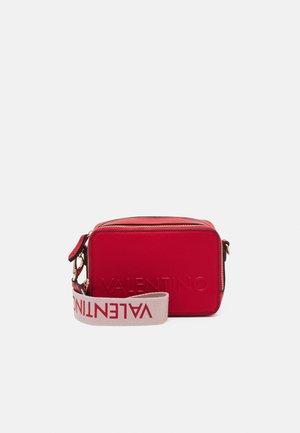 PRUNUS - Across body bag - rosso
