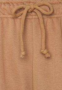 Little Mistress Petite - LOUNGEWEAR JOGGER - Spodnie treningowe - camel - 2