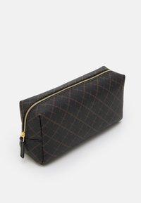 By Malene Birger - BAE BEAUTY SET - Wash bag - dark chokolate - 3