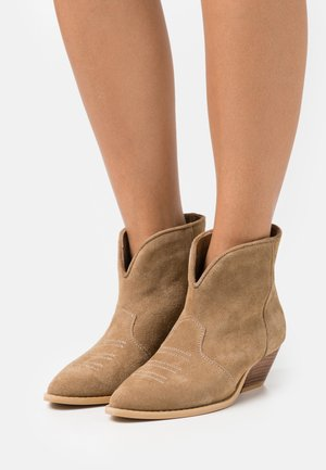 DANCING IN THE MOONLIGHT - Cowboy/biker ankle boot - brown