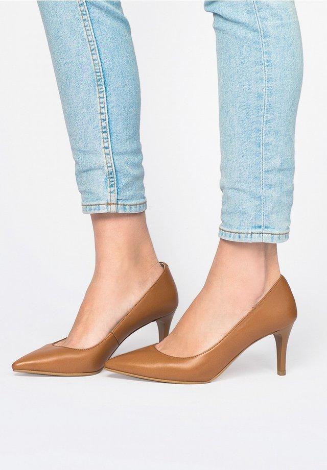 SALÓN PIEL - Classic heels - marron
