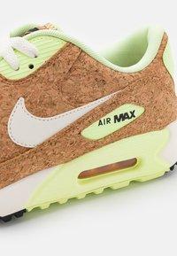 Nike Golf - AIR MAX 90 G NRG - Golfové boty - sail/barely volt/black/chile red - 5