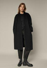 Massimo Dutti - Klasyczny płaszcz - black - 1