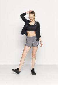 Nike Performance - 10K SHORT - Pantalón corto de deporte - gunsmoke/wolf grey - 1