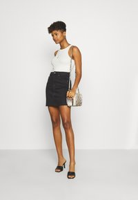 Gina Tricot - VINTAGE SKIRT - Denimová sukně - black denim - 1