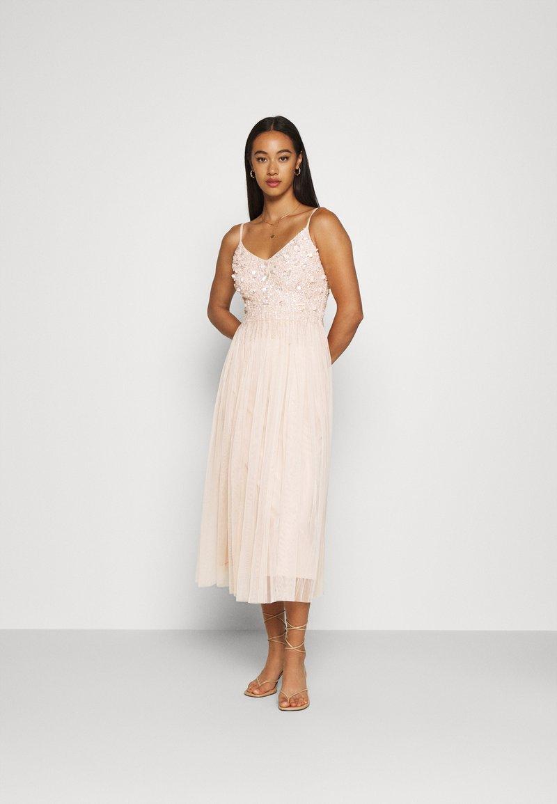 Lace & Beads - RIRI MIDI DRESS - Koktejlové šaty/ šaty na párty - nude