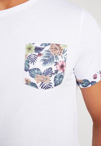 Pier One - T-shirt med print - white - 5