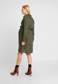 MAMALICIOUS - MLMERCY  WOVEN SHIRT DRESS - Sukienka koszulowa - climbing ivy - 3