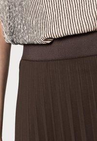 someday. - OMYLA - Pleated skirt - chocolate - 4