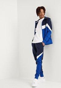 Nike Sportswear - CLUB TEE  - Long sleeved top - white/black - 1