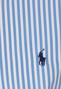 Polo Ralph Lauren - CUSTOM FIT STRIPED POPLIN SHIRT - Shirt - sky blue/white - 2