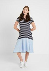 Attesa Maternity - RIGHE+COTONE - Sukienka z dżerseju - light blue - 2