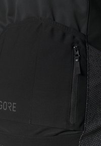 Gore Wear - INFINIUM™ THERMO JACKET - Soft shell jacket - black - 5