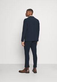 Isaac Dewhirst - THE RELAXED SUIT - Suit - dark blue - 2