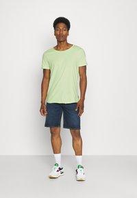 YOURTURN - RAW EDGE UNISEX - Basic T-shirt - green - 1