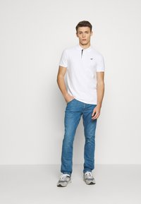 Hollister Co. - HERITAGE SOLID NEUTRALS - Polo - white - 1
