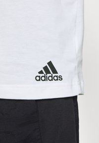 adidas Performance - ESSENTIALS TRAINING SPORTS SHORT SLEEVE TEE - Camiseta estampada - legred/white/black - 5