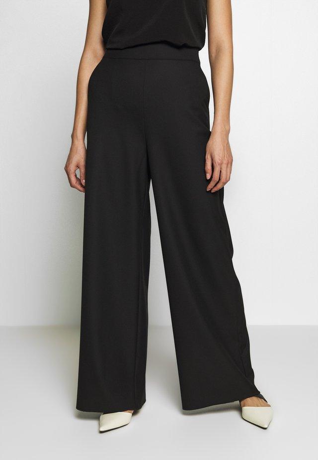 INCASSO - Pantalones - black