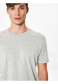 Selected Homme - SHDTHEPERFECT - T-paita - light grey melange - 3