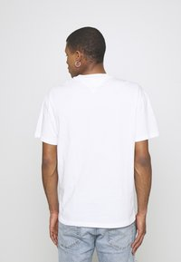 Tommy Jeans - FADED GRAPHIC TEE UNISEX - Print T-shirt - white - 3
