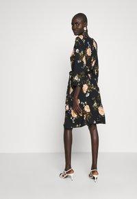 Dorothy Perkins Tall - FLORAL PRINT DRESS - Denní šaty - black - 2